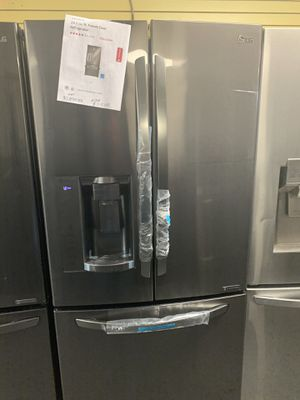 "LG 33""WIDE NEW SCRATCH AND DENT DARK STAINLESS STEEL FRENCH DOOR REFRIGERATOR for Sale in Milford Mill, MD"