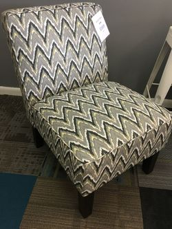New linen accent chair for Sale in Prattville,  AL