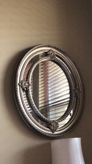Ornate oval mirror for Sale in Irving, TX