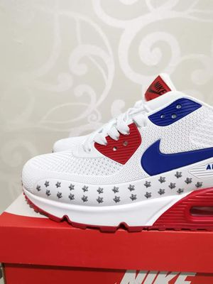 Men And Women Nike Air Max '90 Essential for Sale in Hopewell Township, NJ