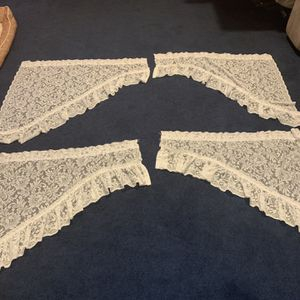 Lacy valances , set of 2 for Sale in Bel Air, MD