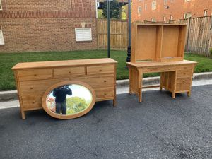 Artesian Dresser Set w/Mirror for Sale in Alexandria, VA