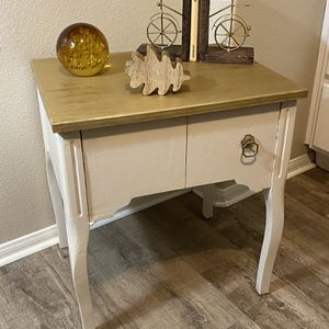 Vintage Side table for Sale in San Diego, CA