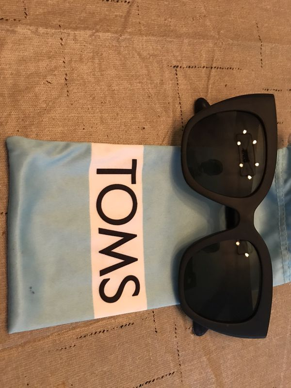 Toms traveler sunglasses
