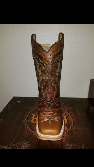 Cowgirl and cowboy boots/botas for Sale in Hutchins, TX