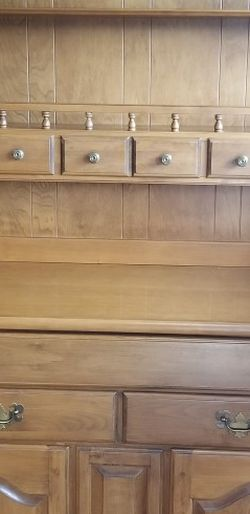 Vintage Flint Ridge Maple Hutch for Sale in Bothell,  WA