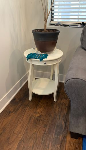 2 end / side tables for Sale in Chicago, IL