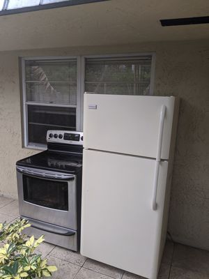 Working stove and Refrigerator first come first serve! for Sale in Fort Lauderdale, FL