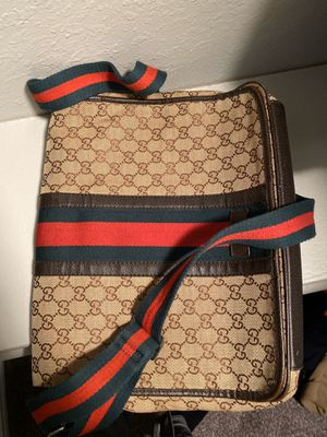 """Gucci """"Web"""" Messenger Bag for Sale in Bedford, TX"""
