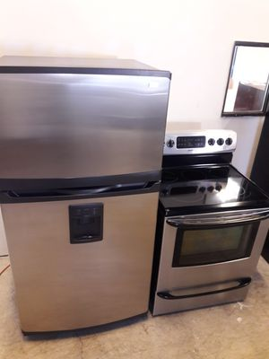 KENMORE refrigerator and stove exellent condition working perfectly clean and neat available for pick up or deliver for Sale in Halethorpe, MD