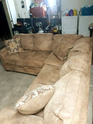 L-shaped sectional couch for Sale in Tracy, CA