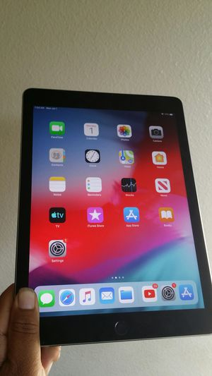 Apple IPad 6th Generation (2018 latest model) 32GB like new with complete Accessories for Sale in El Monte, CA