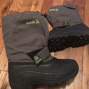 Kids Snow Boots- Size 2 for Sale in Malverne, NY
