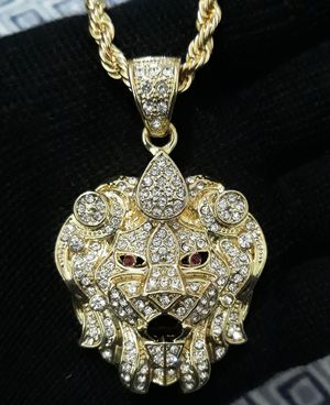 ICEDOUT LION head pendant Necklace for Sale in Los Angeles, CA