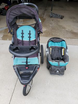 Baby Trend jogger stroller and car seat with base for Sale in Saint Francis, WI