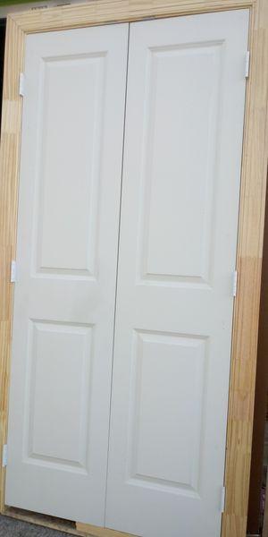 Puertas dobles 36x80 livianas nuevas son para closer tengo 19 iguales precio $50 por doble for Sale in Dallas, TX