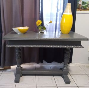 Mahogany table. Just refinished. Price reduced to $75.00 ! Use as a TV stand/desk/Small dinning room for Sale in Miami, FL