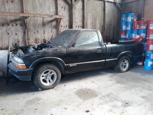 1999 Chevy S10 truck for parts for Sale in Orange City, FL