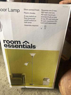 room essentials floor lamp for Sale in Columbus, OH
