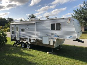 2005 27' Nomad North Trail 5th wheel Camper for Sale in Port St. Lucie, FL