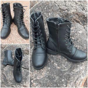 Girls size 5-1/2 boots for Sale in Phoenix, AZ