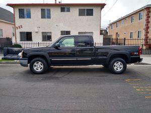 2004 CHEVY SILVERADO 4x4 (tiene smog check listo para cambio de nombre) for Sale in Los Angeles, CA