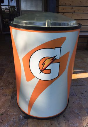 Gatorade display barrel cooler with wheels for Sale in Fort Lauderdale, FL