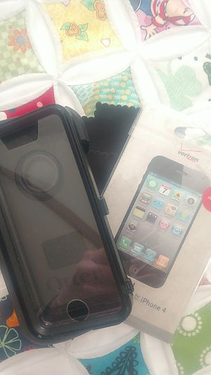 iPhone 4 otter box and screen protector for Sale in Tacoma, WA