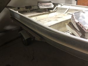 12 foot valco aluminum boat with mercury outboard and trailer for Sale in Fresno, CA