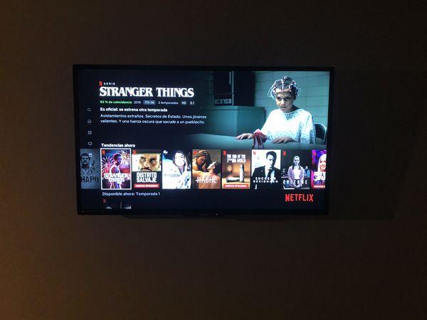 """Smart TV 55"""" Philips 4 K."""