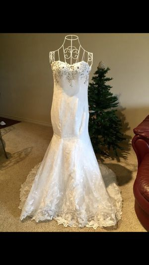 Brand new wedding dress and free tiara. for Sale in Ashburn, VA
