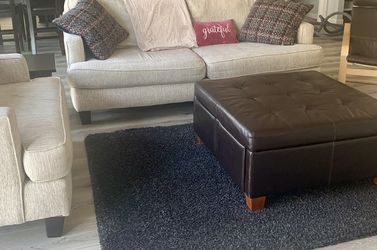 Pending Pickup In AM - Free Couch and Oversized Chair for Sale in Vancouver,  WA