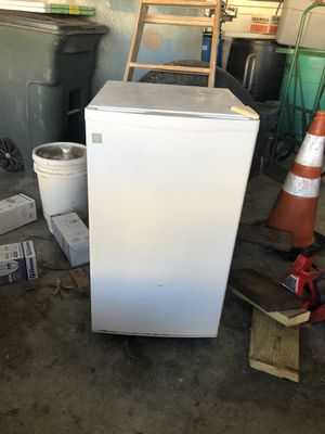 Mini Fridge GE for Sale in Lake Worth, FL