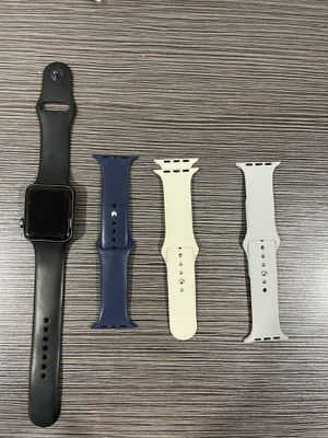 Apple Watch series 3 42mm screen (gps) comes with charger and 3 additional bands for Sale in Southfield, MI