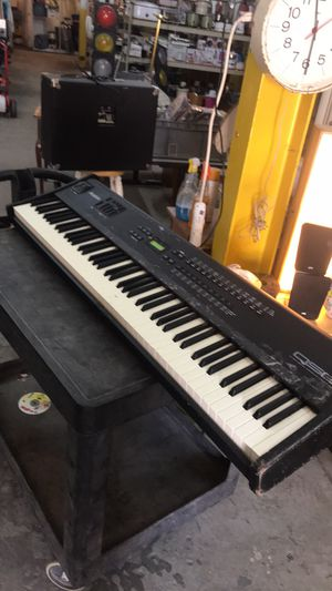 ALESIS. QS8 64 Electric synthesizer piano as is ! for Sale in St. Louis, MO