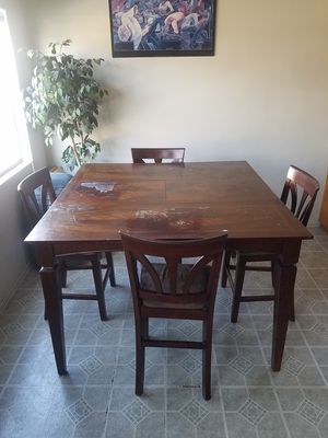 Kitchen Table w/ 4 cloth chairs for Sale in Torrance, CA