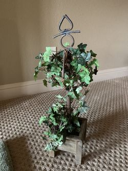 Decorative Ivy Topiary for Sale in Roanoke,  TX