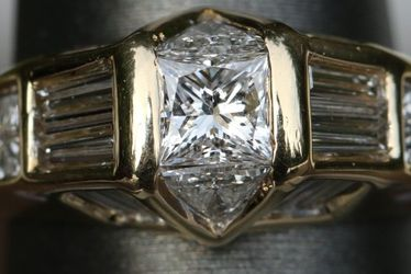 High quality 2ct Diamond wedding/engagement ring W/appraisal 18kt Gold for Sale in Seattle,  WA