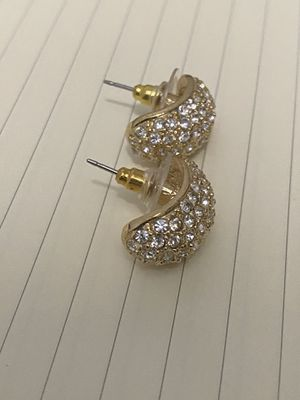 Gold earring with small diamonds for Sale in Miami, FL