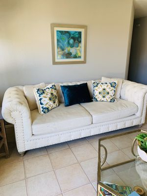 Cream color tuffed sofa couch for Sale in Anaheim, CA
