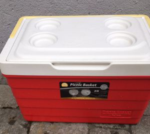 Cooler (picnic basket) by igloo for Sale in Watertown, MA