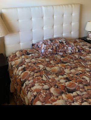 Queen Bed - box + mattress + headbord+frame. Very Good condition for Sale in Boca Raton, FL