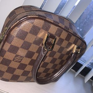 Louis Vuitton Classic Tote Bag for Sale in Boston, MA