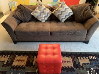 Beautiful And Comfy Couch for Sale in Pittsburgh,  PA