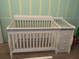 Sorelle crib with attached changing table for Sale in Hickory Creek, TX