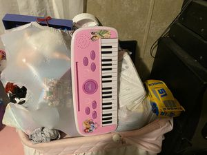 Free girls toys age 2-5 free for Sale in Plant City, FL