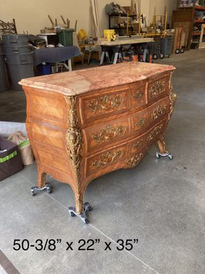 Antique Chest of drawers for Sale in Richmond, VA