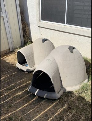 Medium Petmate Igloo dog house for Sale in West Sacramento, CA