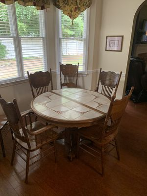 Lovely Kitchen Table for Sale in Kennesaw, GA