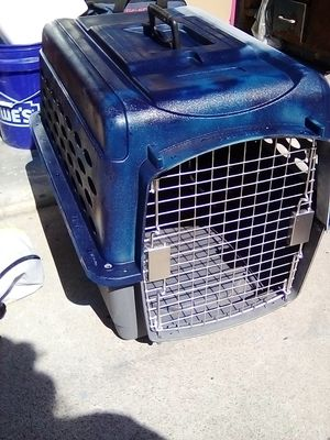MEDIUM PET CARRIER for Sale in Escondido, CA